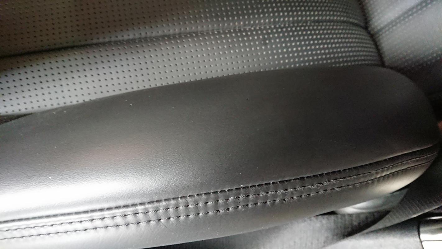 ベンツ SL63 AMG 本皮シートの破れ アフター2